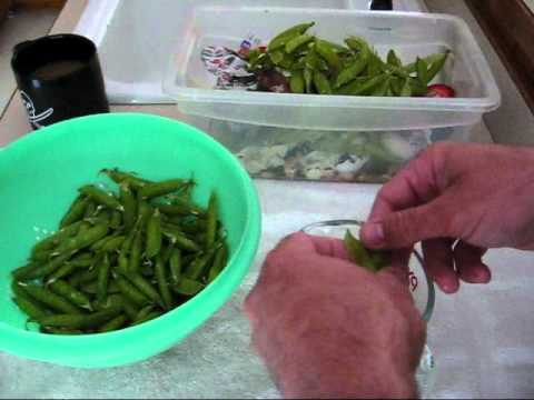 How to freeze peas raw
