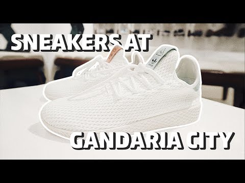 Sneaker Shops di Gandaria City Bahasa Indonesia