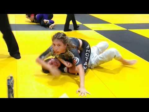 Girl fights Boy thumbnail