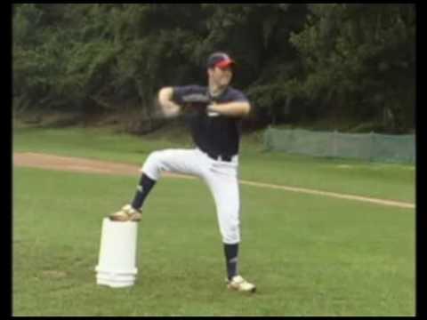 Cómo entrenar para ser un buen pitcher con el método del cubo - YouTube
