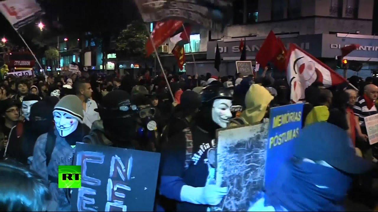 В Бразилии демонстрация учителей обернулась столкновениями с полицией