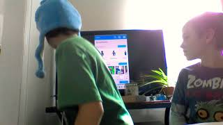 Roblox Gold Series unboxing and Roblox games!!!