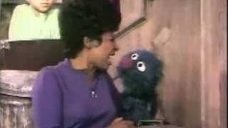 Sesame Street -  One of these things - Circles
