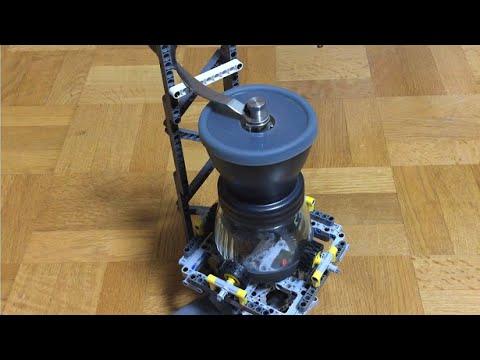 レゴで手動式コーヒーミルを電動化した。 A manual coffee mill was motorized using Lego.