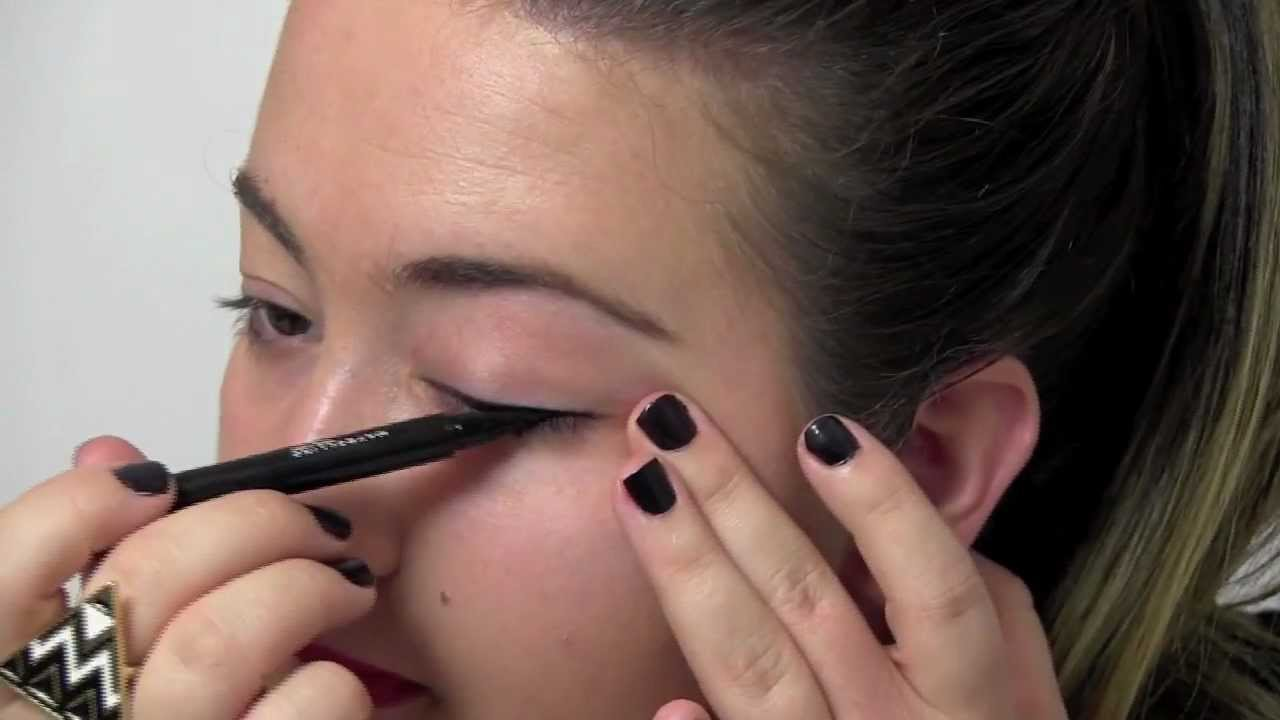 How-to: perfect winged eye line - YouTube