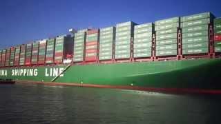 لحظة عبور أكبر حاملة حاويات فى العالم قناة السويس