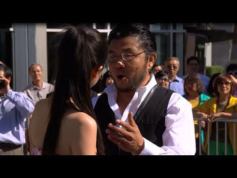 Chinese Singing Flash Mob strikes in LA