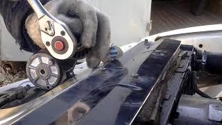Волга 31105  Крайслер   замена ролика натяжителя ремня.