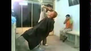 Nunca Hagas Enojar a Un Peluquero... | VIDEO VIRAL | VIRALES WhatsApp!+Descarga en la descripcion!