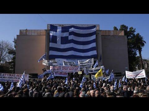شاهد: سكان الجزر اليونانية يطالبون برحيل اللاجئين  - 20:59-2020 / 1 / 22