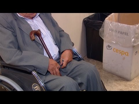La Policía detiene en Barajas a un 'mulero' de 83 años en silla de ruedas