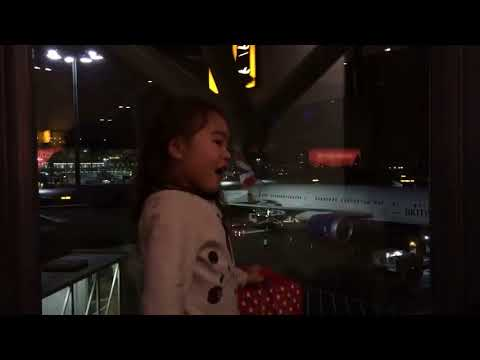 Travel kids - Flying to Malaysia! 喜欢旅游的小孩子 - 出发去马来西亚旅行。