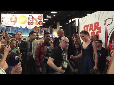 John Boyega and Daisy Ridley reenact The Force Awakens trailer at SDCC 2015
