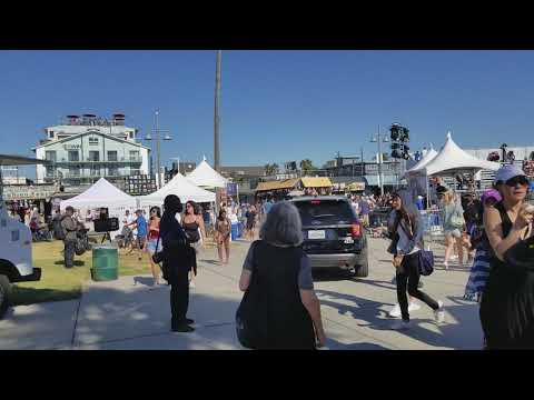 LA Unified school police car playing music over his microphone at venice beach