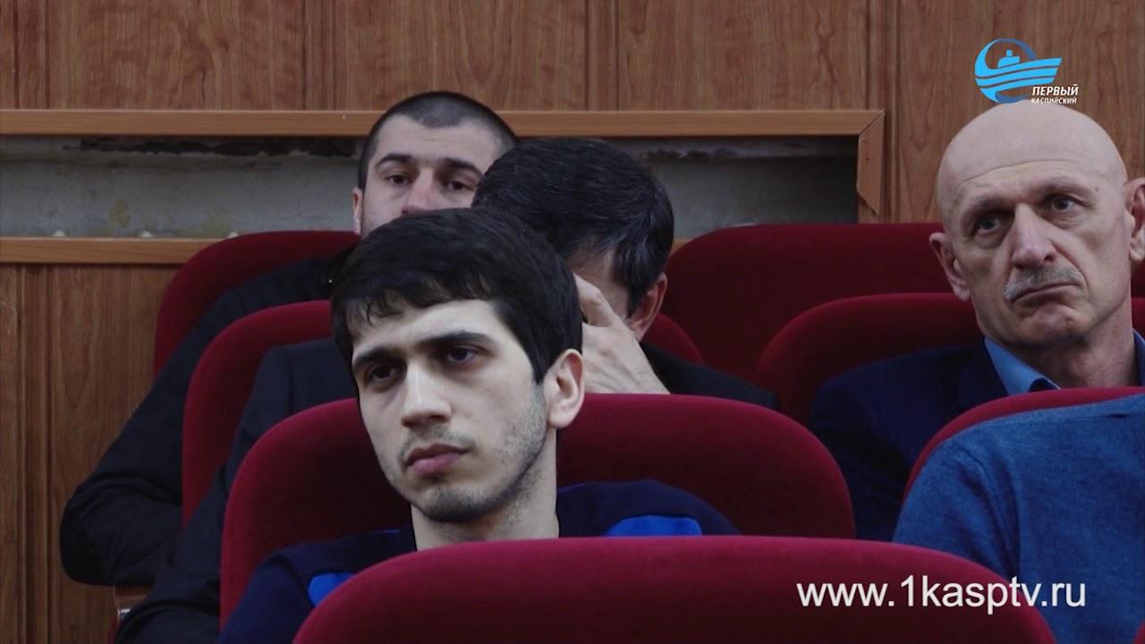 Муниципальных работников Каспийска ознакомили с изменениями в порядке заполнения справок о доходах