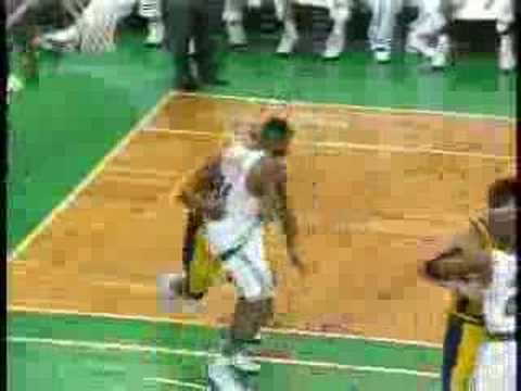 Ron Artest serenades Paul Pierce with a heartfelt apology for pantsing him (apology starts at :45)