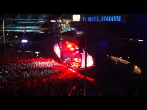 Ain't Nuttin' but a 'G' Thang - Dr. Dre ft Eminem LIVE AT Y