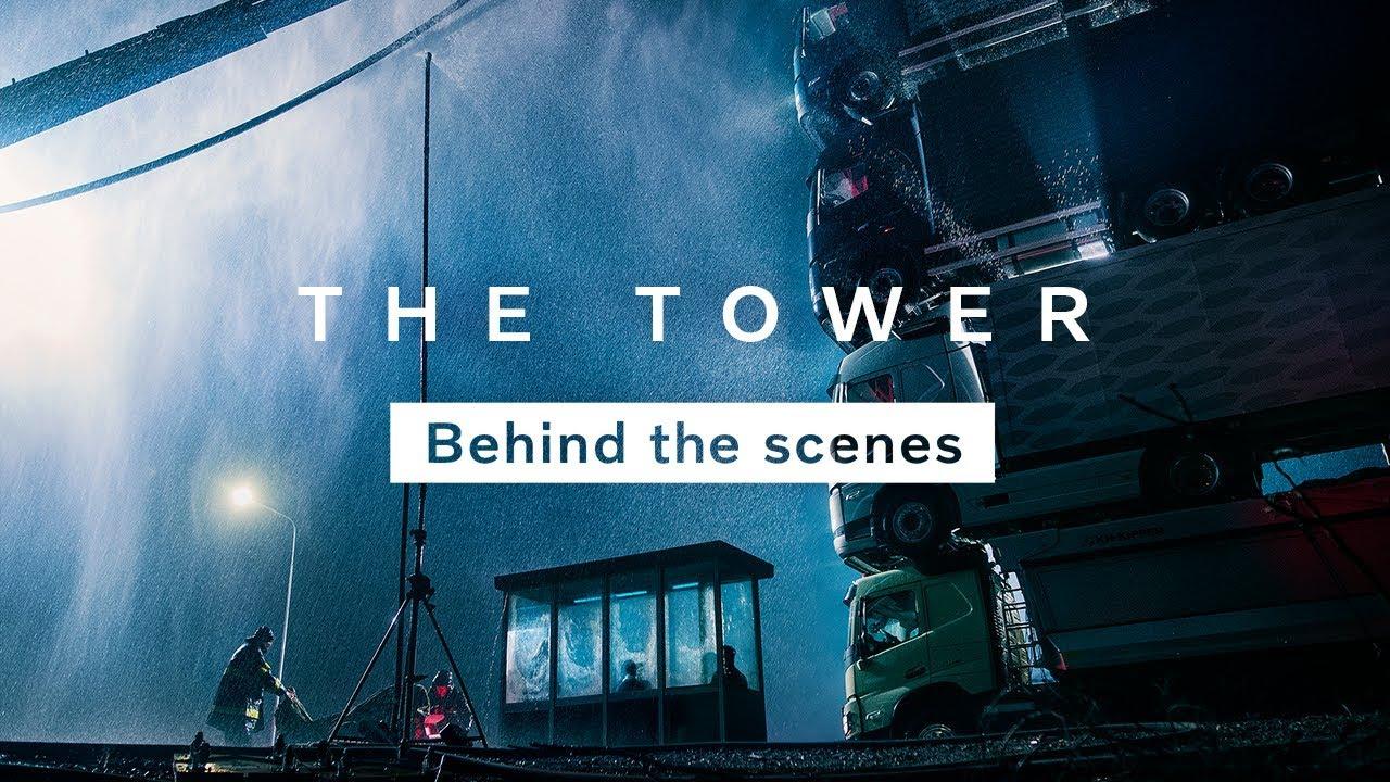 Volvo crea una colosal torre de camiones de 15 metros