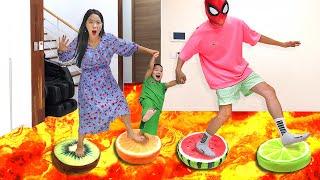 슈퍼히어로 용암 탈출놀이 아기 방탈출하기 과일 쿠션 파란천 놀이 Escape to lava | 말이야와아이들 MariAndKids