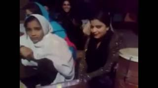Repeat youtube video Swat Gilrs Pashto new private scandal Video with an Other Hot Girl