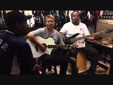 Orang Papua Nyanyi Lagu BATAK  Boru Panggoaran