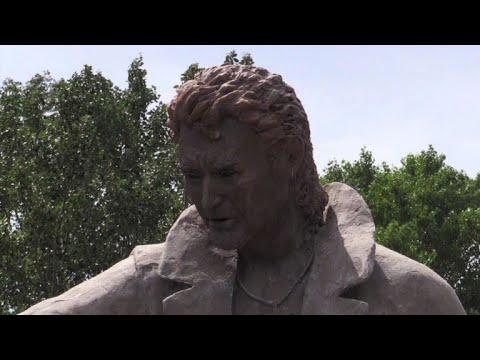 Une statue à la mémoire de Johnny Hallyday