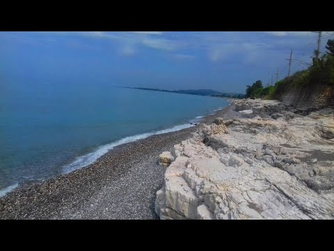 "Абхазия. Дорога к пляжу ""Белые скалы"" от пансионата ""Багрипш"" . Июнь 2019 год."