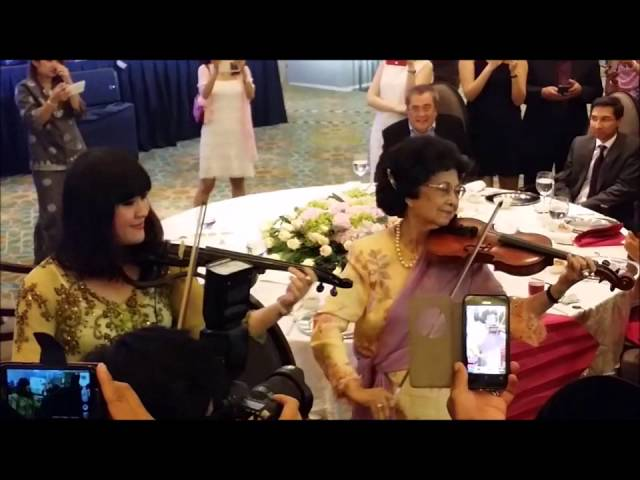 Performing with Tun Siti Hasmah????