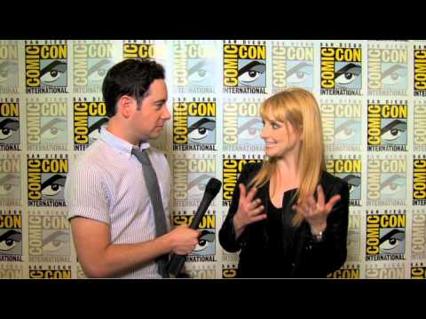 Melissa Rauch talks 'Big Bang Theory' and does the voice of Howard's mom!
