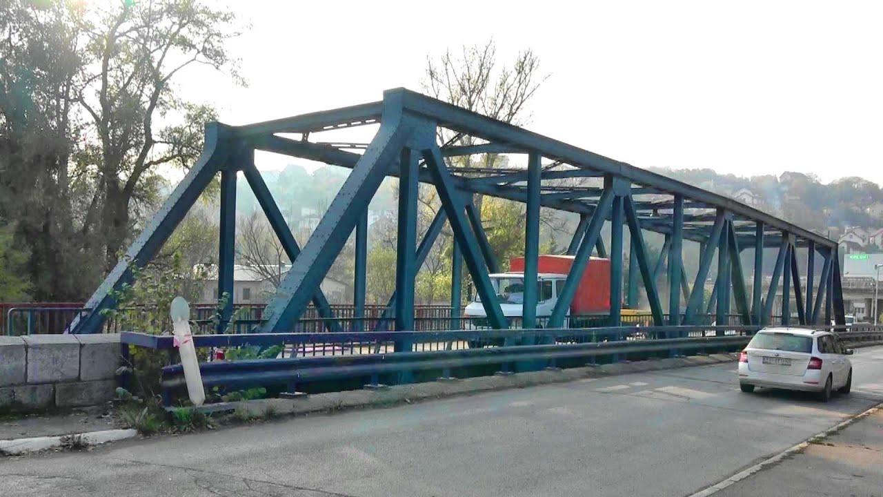 Radovi na mostu na Gradcu prekinuli saobraćaj - Obustavljen saobraćaj preko mosta na Gradcu.