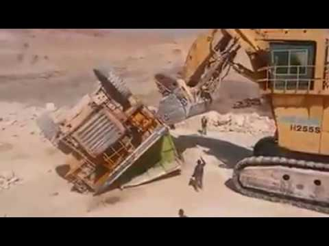 Mining accident (dumper and demag)