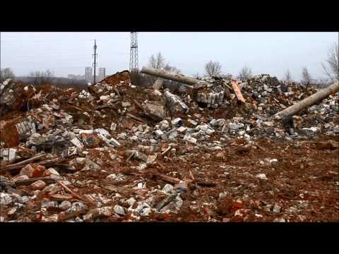 """Нелегальная свалка мусора у стен центра """"Волга-Сити"""" Сбербанка в Нижнем Новгороде"""