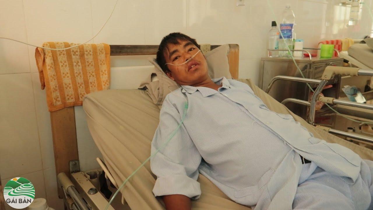 Đưa tiền cho A Chú cấp cứu trong viện - tình hình bệnh nặng