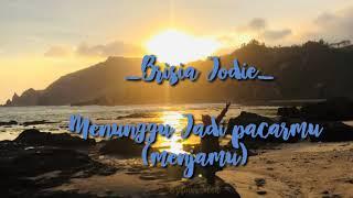Gambar cover Lirik Lagu Menunggu jadi pacarmu ( menjamu) _ Brisia Jodie