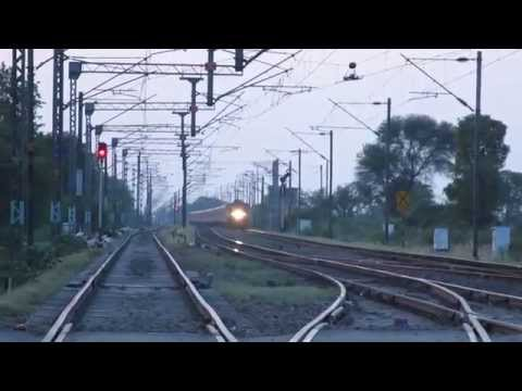 India's Fastest Superfast Express Train Burns the Tracks at 125kmph+!!