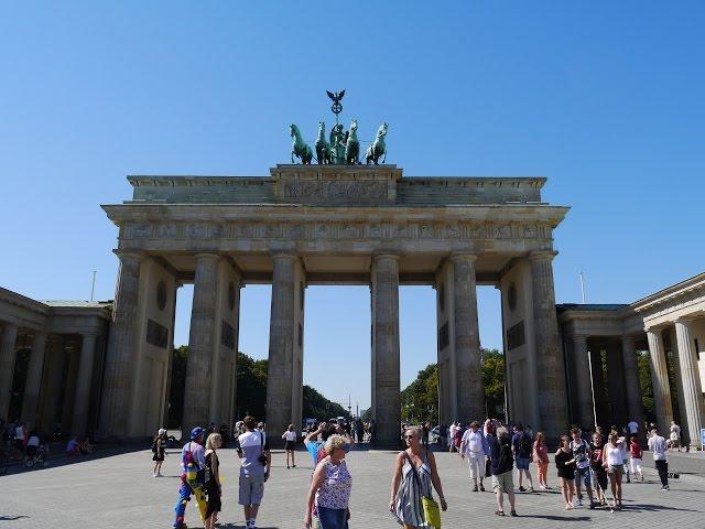 Смотреть видео Берлин за 3 дня.Ч.1.: Бранденбургские ворота, Жандарменмаркт, Бебельплатц (советы+история)