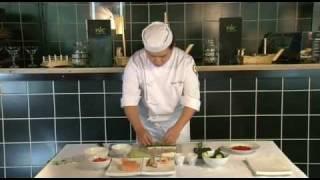 Приготовление роллов Калифорния с крабом(Шеф-повар сети ресторанов «РИС», Юрий Ким, дает мастер-класс по приготовлению роллов Калифорния с крабом...., 2011-10-27T14:58:28.000Z)