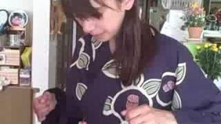 Putting on a Yukata - My Hostfamily Mom - Japan