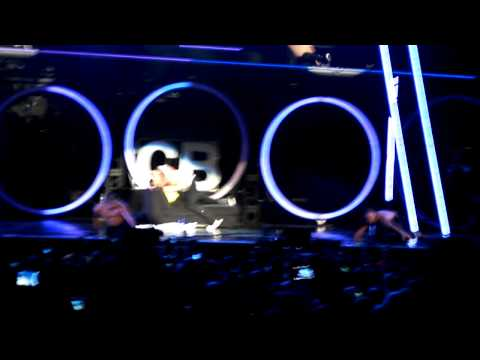 Chris Brown On A Girl at Fame TOUR in Toronto Canada 2011