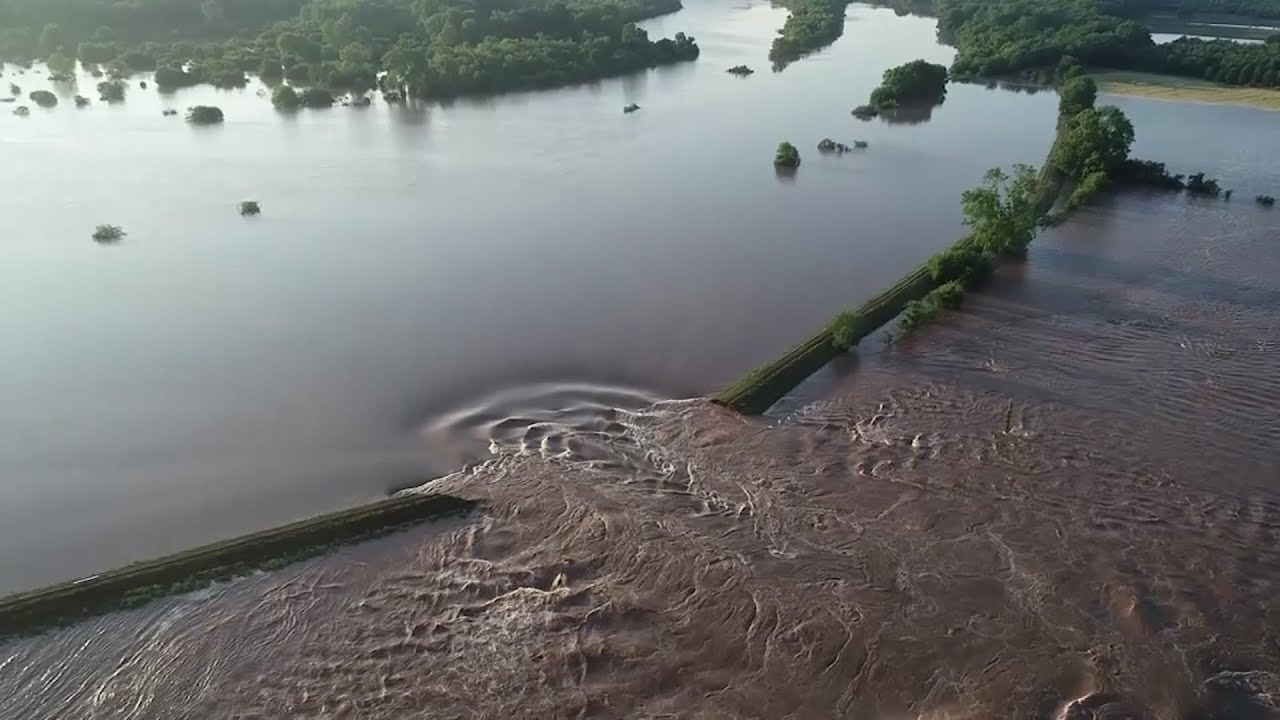 Record floods breach levees in Arkansas, Missouri - Chicago Tribune