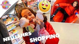 NEUJAHRS SHOPPING - Oma und Opa verliebt im Laden -  Mileys Welt