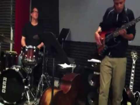 Oleo - Jazz Groove - Tiago Garcia Bassist