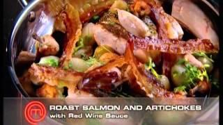 Жареный лосось с топинамбуром, панчеттой и соусом из красного вина