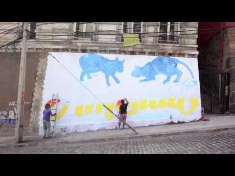 Graffiti a cuatro manos en Valparaíso, Chile