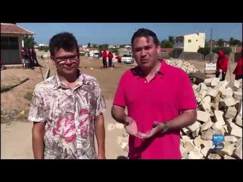 Beto visita obras de pavimentação em Caraúbas