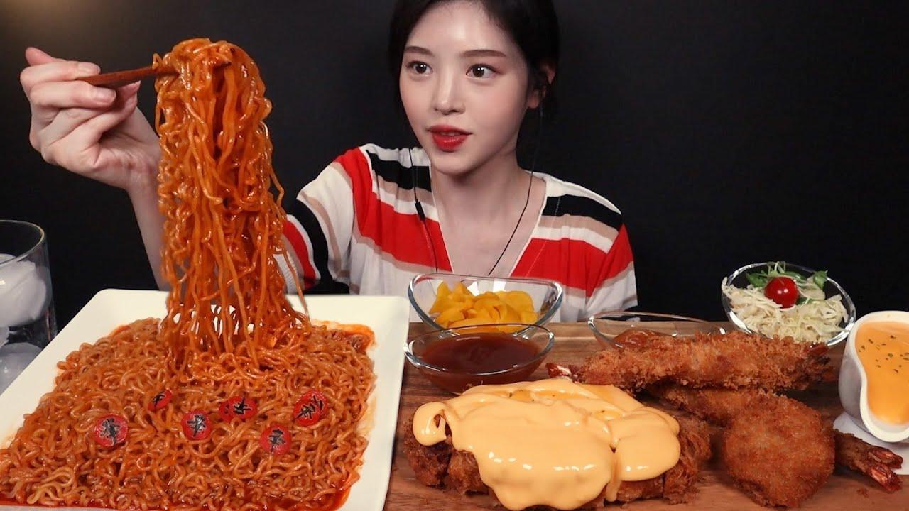 SUB)신메뉴 신라면 볶음면에 체다치즈 돈까스 먹방!(ft.왕새우튀김&고로케) Shin Ramyeon Fried Noodles Mukbang Asmr