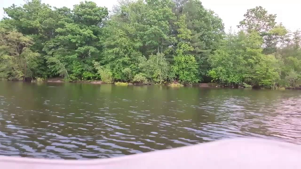 Fishing for small mouth on lake wallenpaupack youtube for Lake wallenpaupack fishing