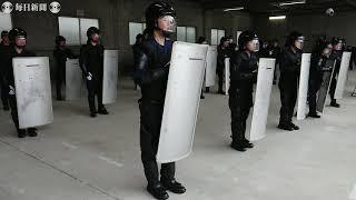 逮捕術乱取りでボコボコ、盾抱えたランでビリ 激務・福岡県警機動隊に体験入隊した