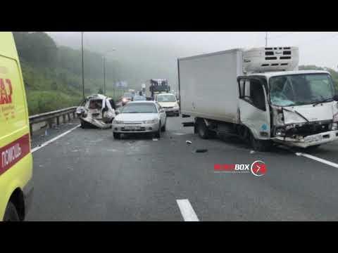 Добро пожаловать: грузовик едва не покалечил в ДТП юных хабаровчан