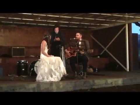 groom surprises bride, sing to her on stage! (she can't stop crying!)